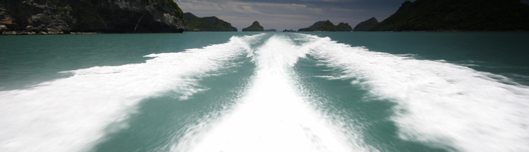 Beautiful speedboat wake